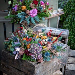 Old Town Christmas Bouquet Group